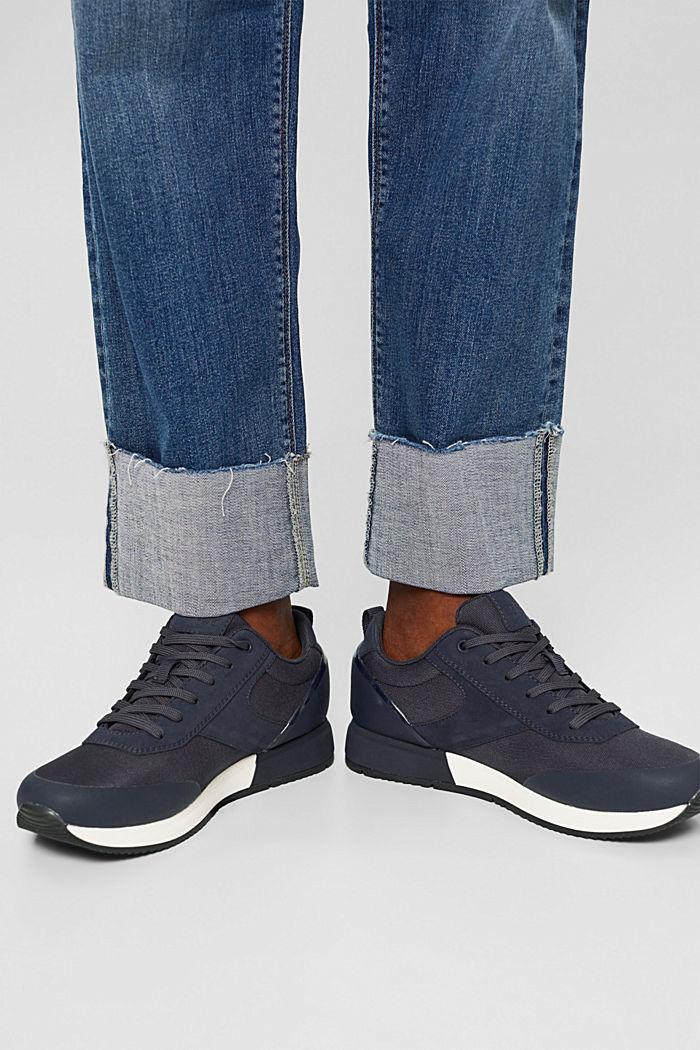 Sneakersy o fasonie butów do biegania