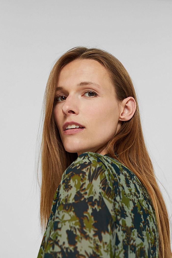 En matière recyclée: la robe plissée à imprimé, DUSTY GREEN, detail image number 5