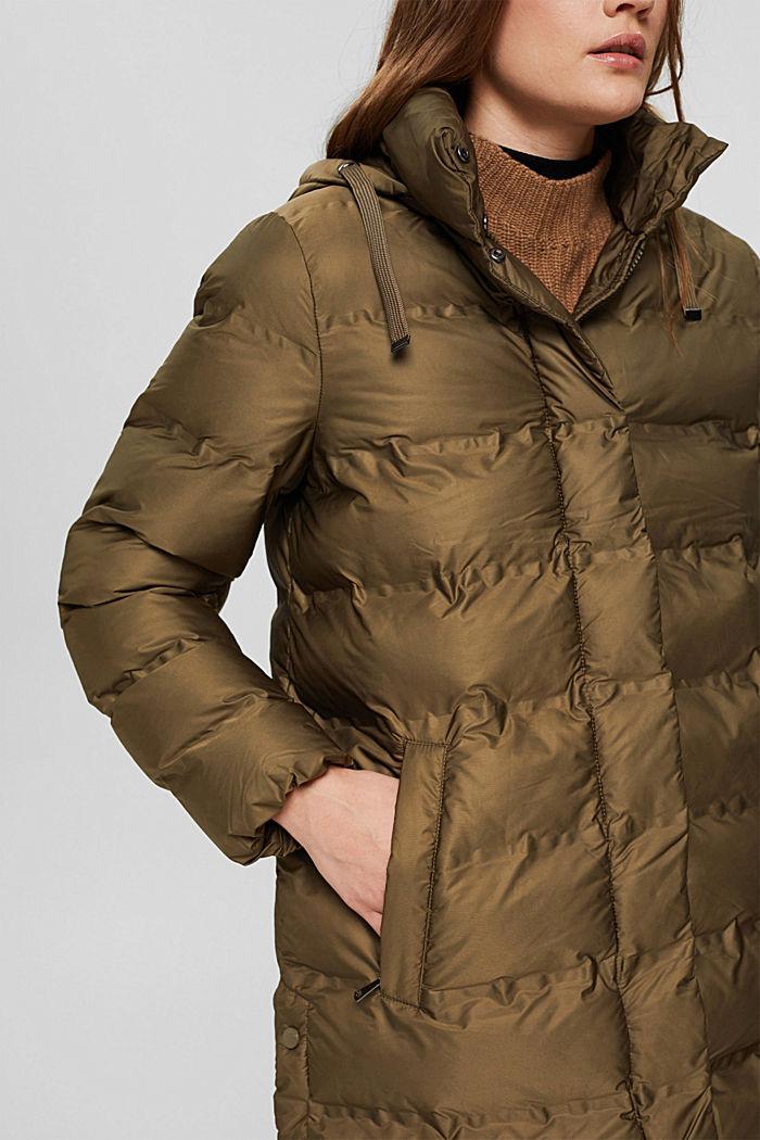En matière recyclée: le manteau matelassé à capuche amovible, DARK KHAKI, detail image number 2