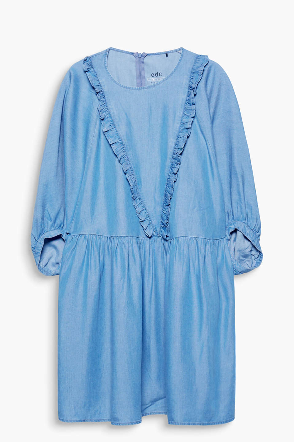 For a romantic denim look: flowing, figure-skimming dress with pretty frills and balloon sleeves