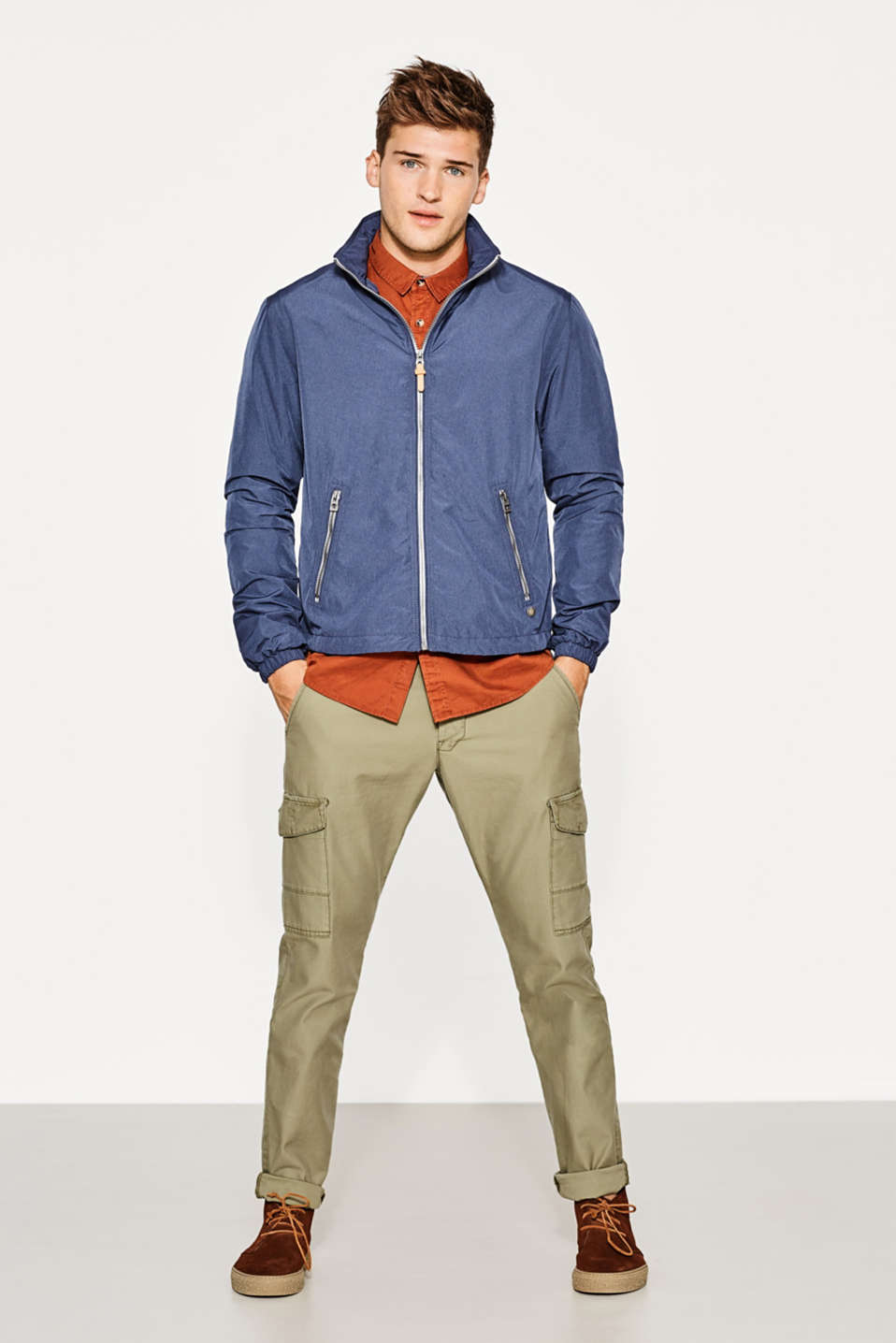 Sporty hooded windcheater
