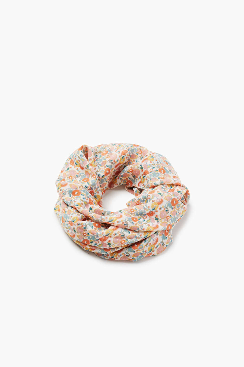 With an all-over floral print: Snood in soft fabric