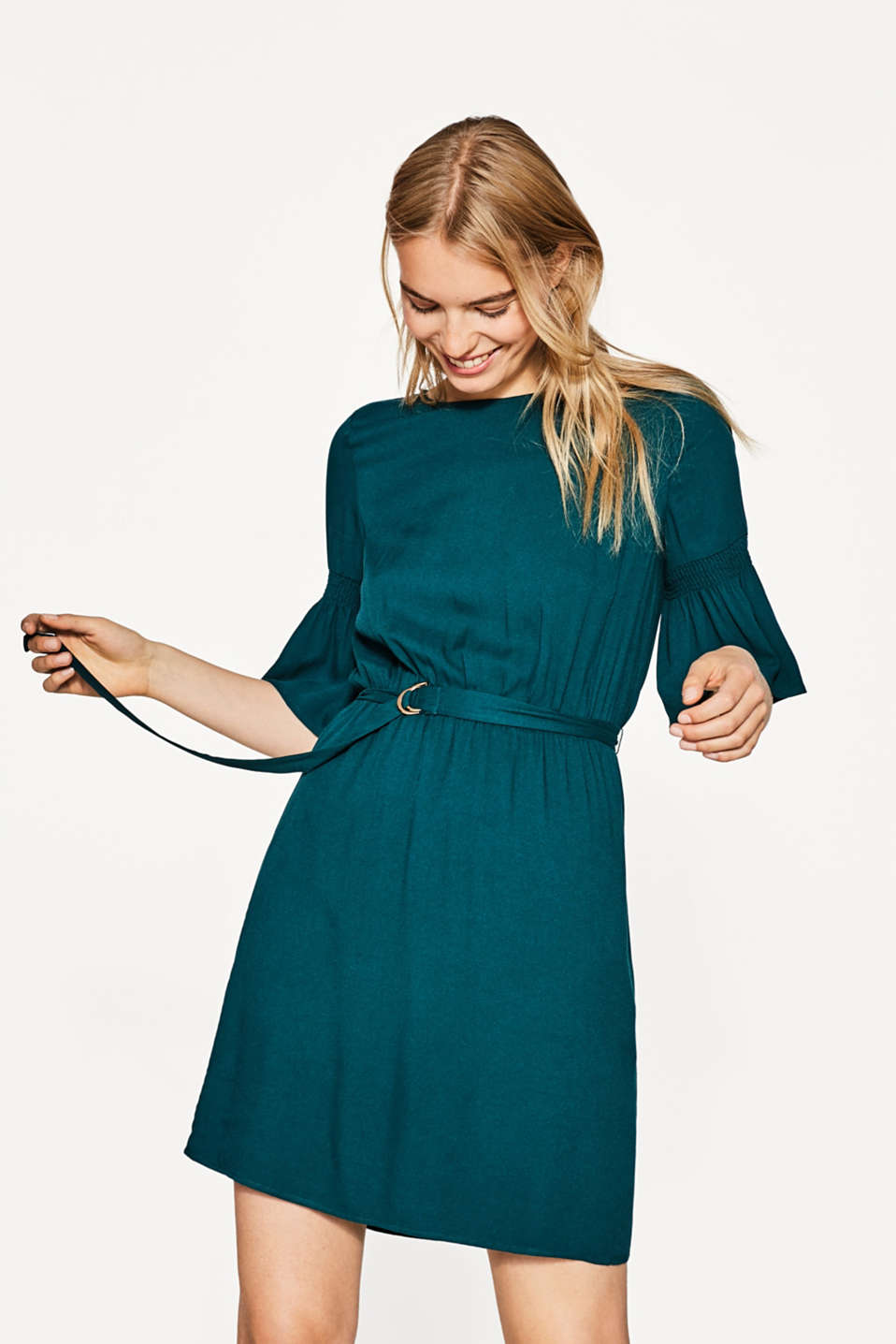 Esprit - Flowing dress with trendy details