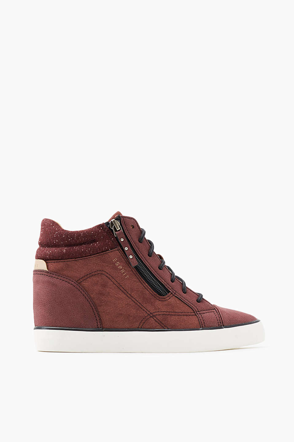 A modern street style classic! These trainers with an integrated wedge heel are an urban eye-catcher