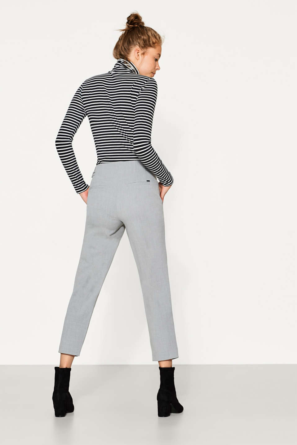 Cropped trousers with belt details