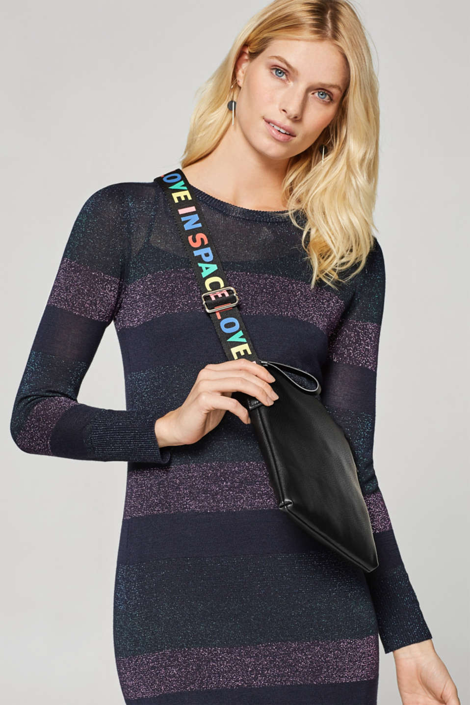Small shoulder bag with a statement strap