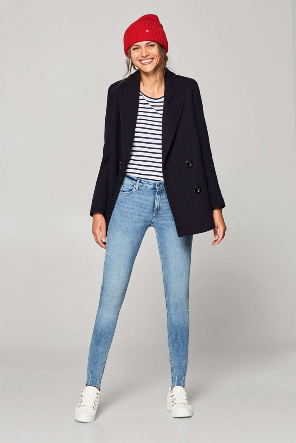 Super stretchy jeans with worn-effect hems