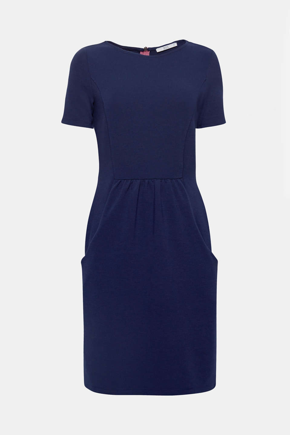 Just the way we like it: feminine, casual and extremely comfortable, this minimally fitted dress made of ribbed jersey with slit pockets is all set to become our absolute fave!