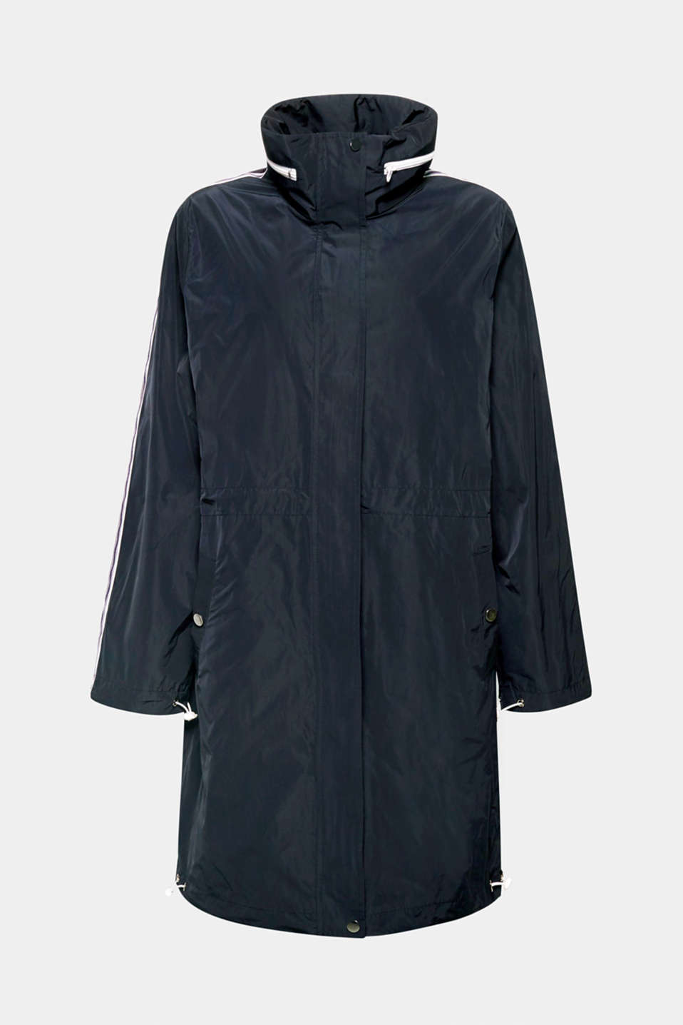 This casual nylon coat is perfect for between seasons and comes with comfortable jersey lining, a concealed hood and a drawstring waist!