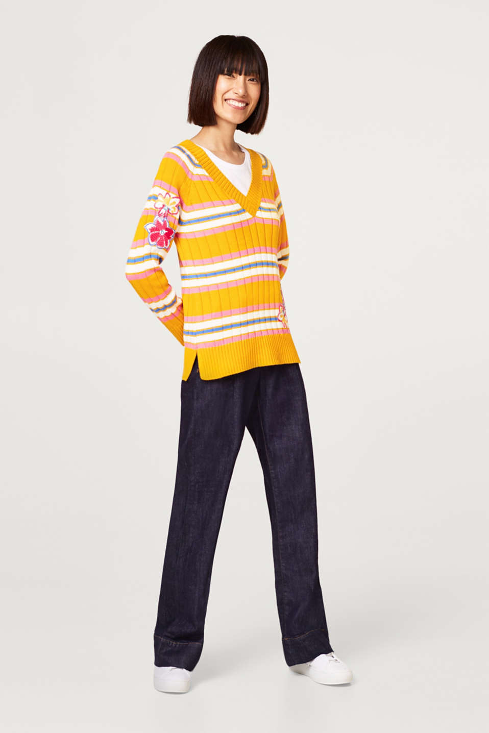 Ribbed jumper with floral appliqués