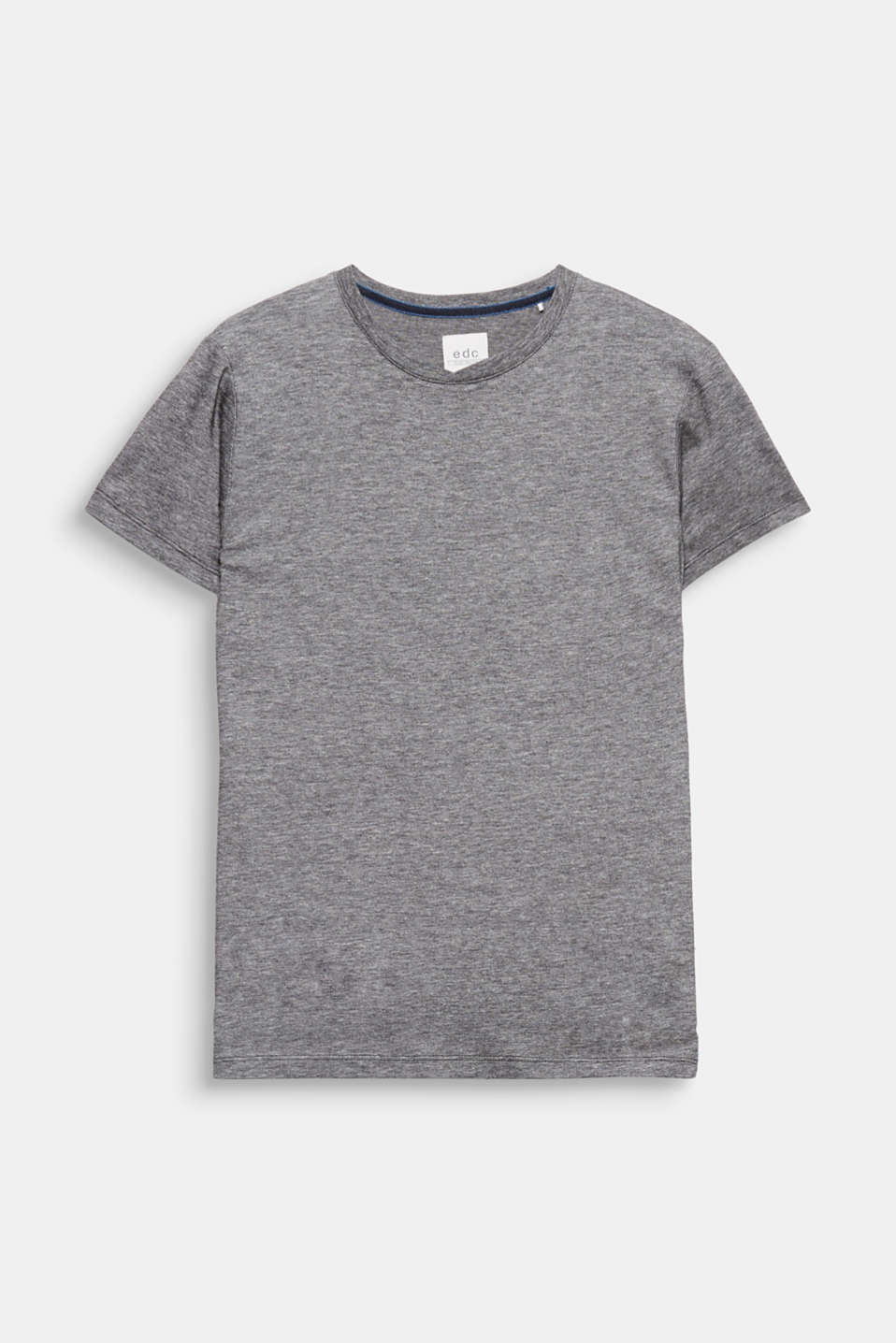 We love texture! The two-tone piqué gives this T-shirt an exciting texture.