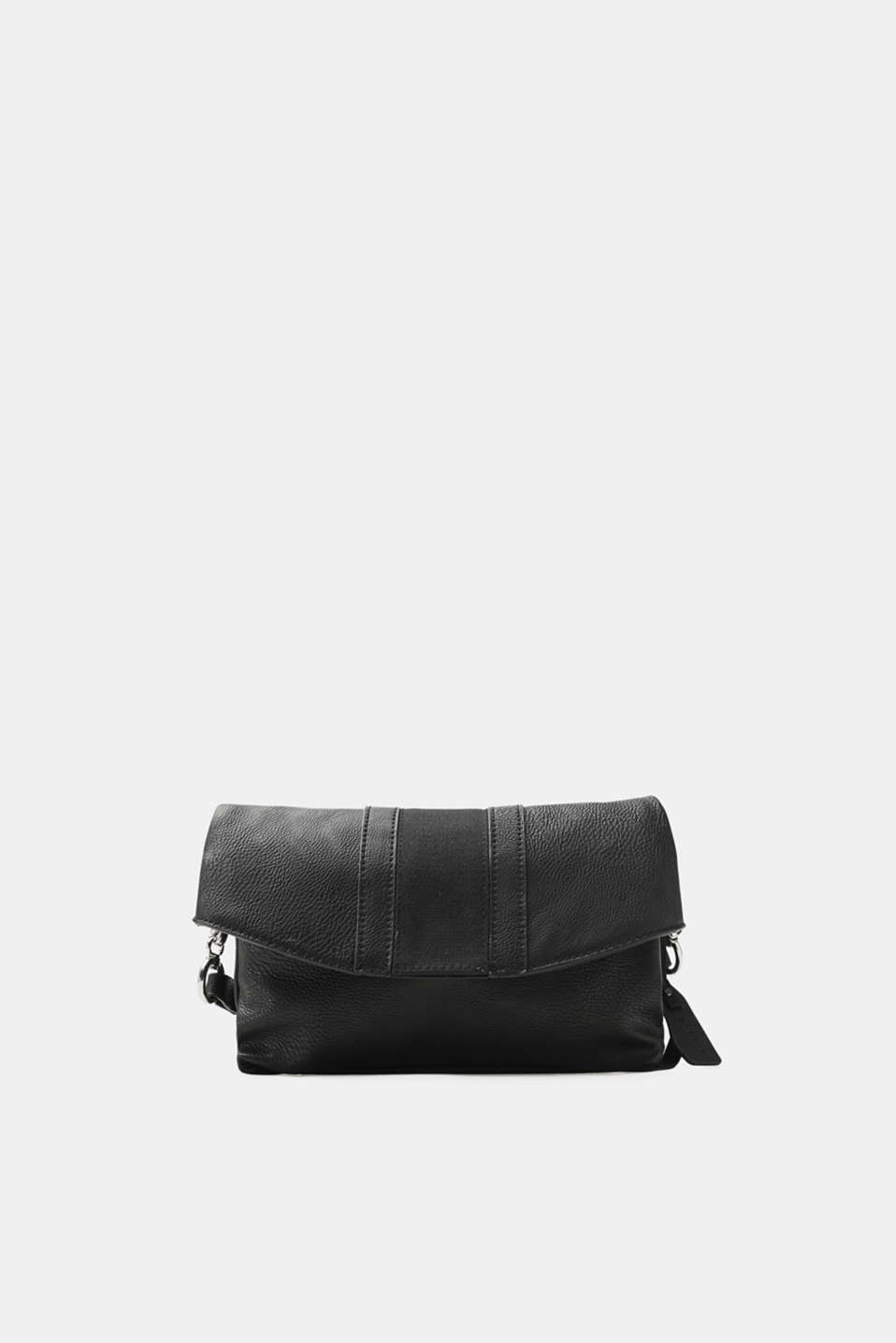 Whether used as a shoulder bag or clutch – the variable shoulder strap makes this bag in authentic faux leather an extremely versatile accessory.