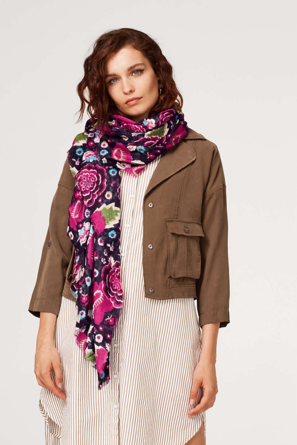 Textured scarf with a floral print