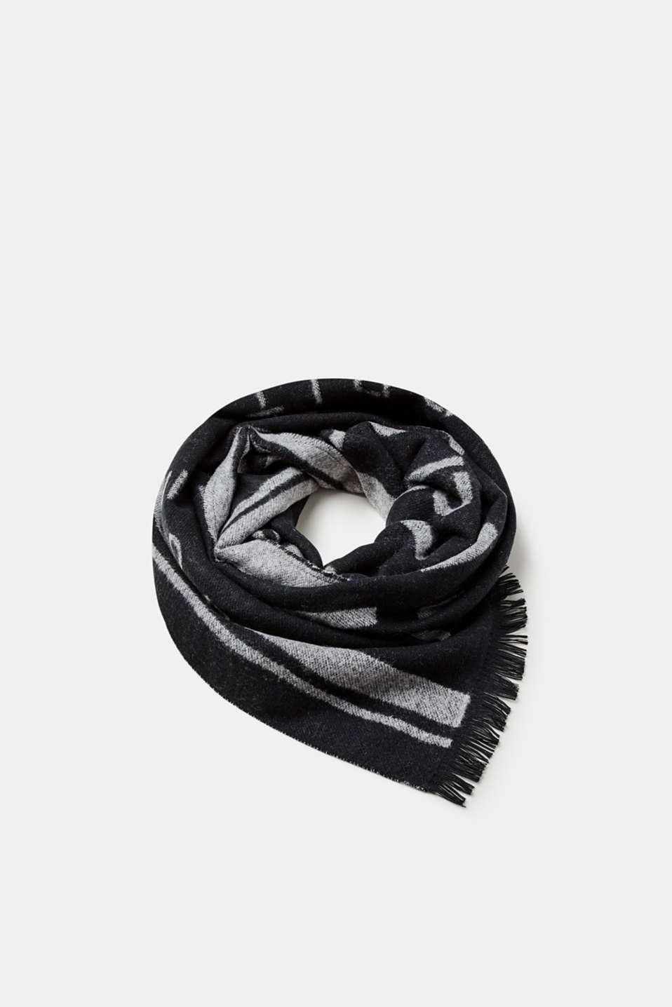 We love ESPRIT! The extensive logo intarsia makes this scarf a statement accessory.