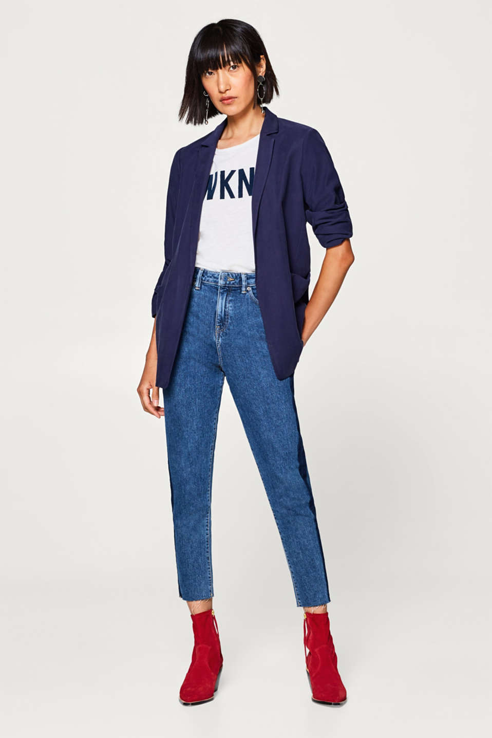 High-waist jeans with tuxedo stripes