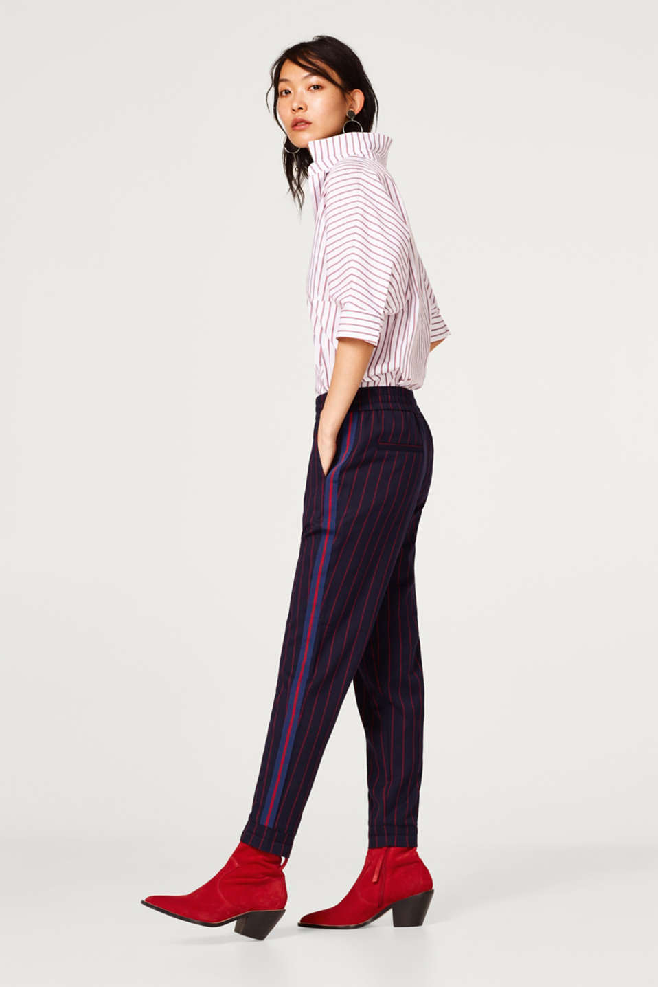 Esprit - Stretch trousers in a tracksuit bottom style with stripes