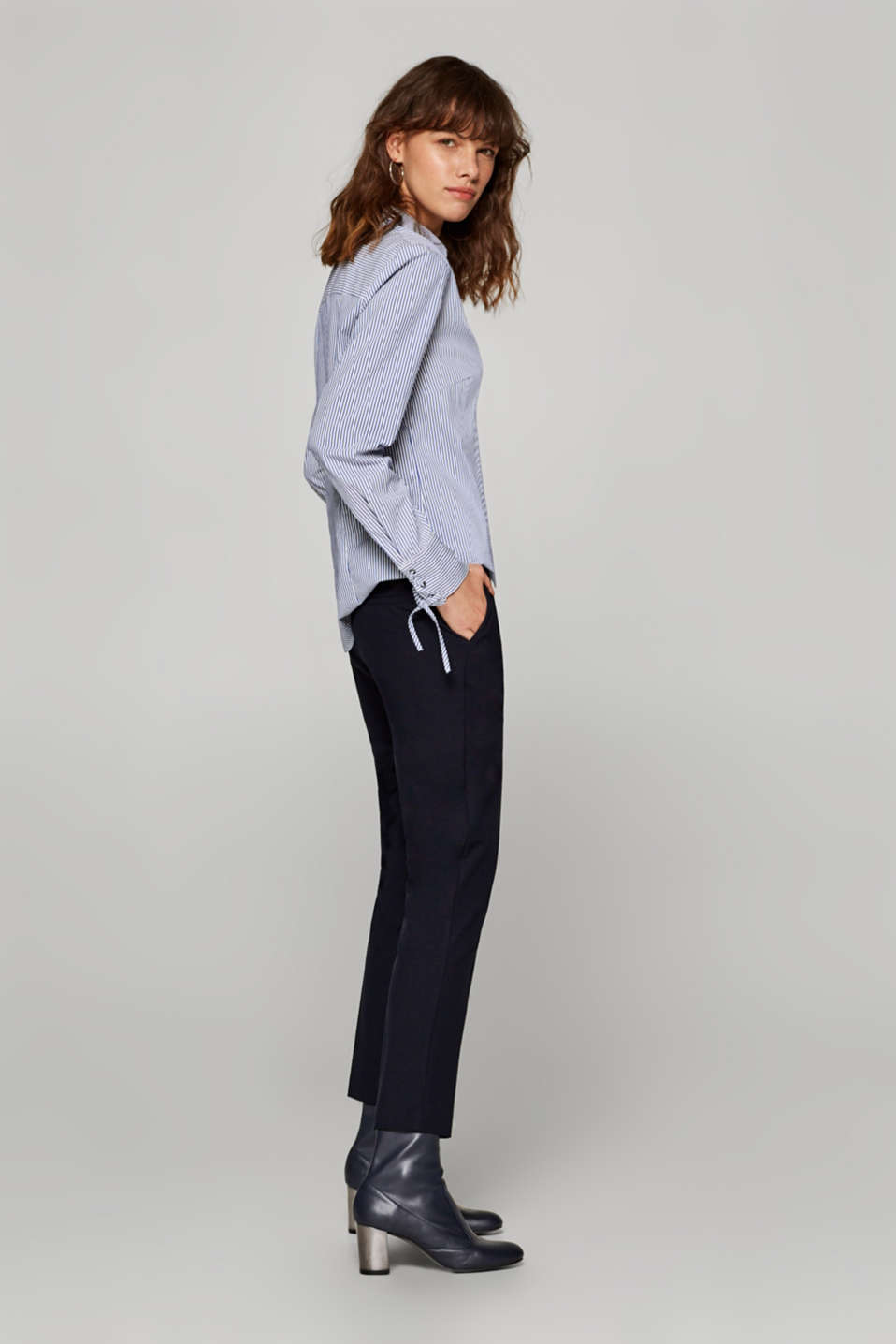 Esprit - Cropped tracksuit bottoms with pressed pleats