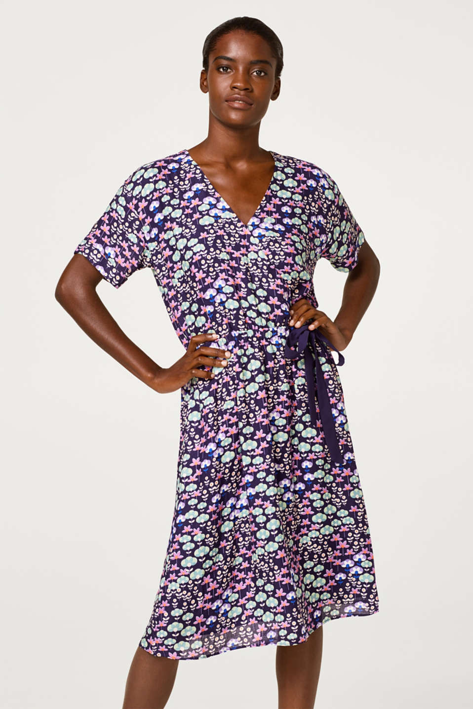 Esprit - Midi dress with a floral print