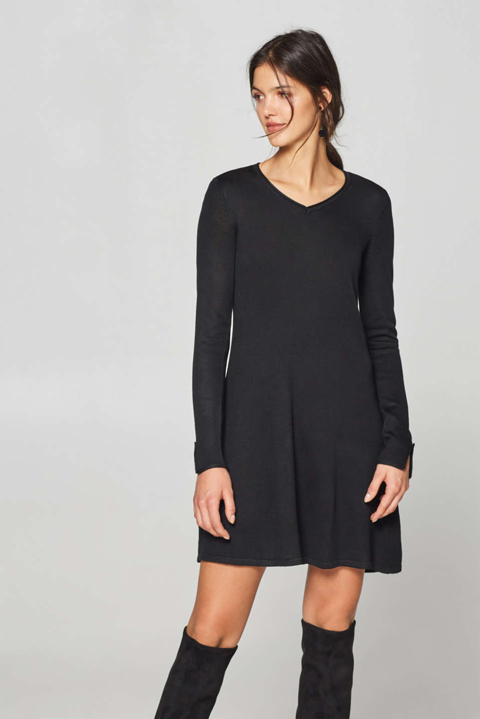 Esprit - Fine-knit dress with buttons on the sleeves