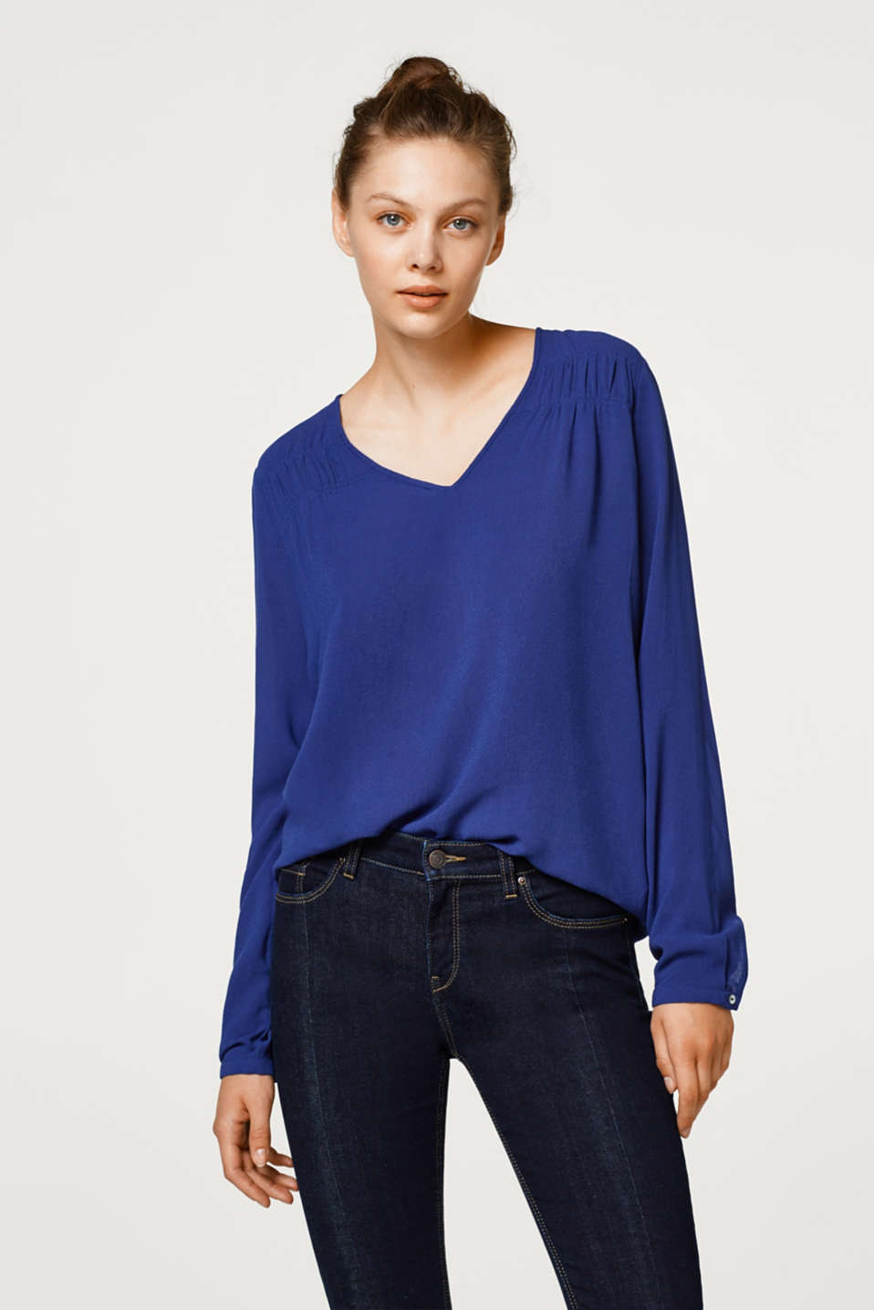 Esprit - Blouse with gathers on the shoulders
