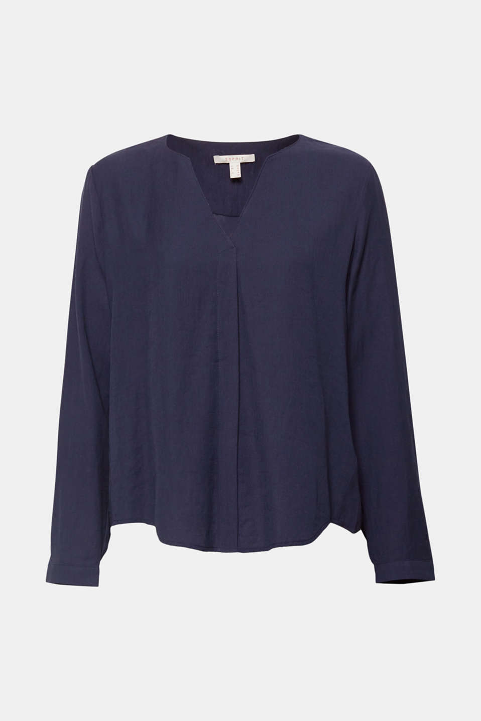 Easy to team and still with a certain je ne sais quois, this flowing blouse with a Henley neckline and an inset front pleat makes a statement.