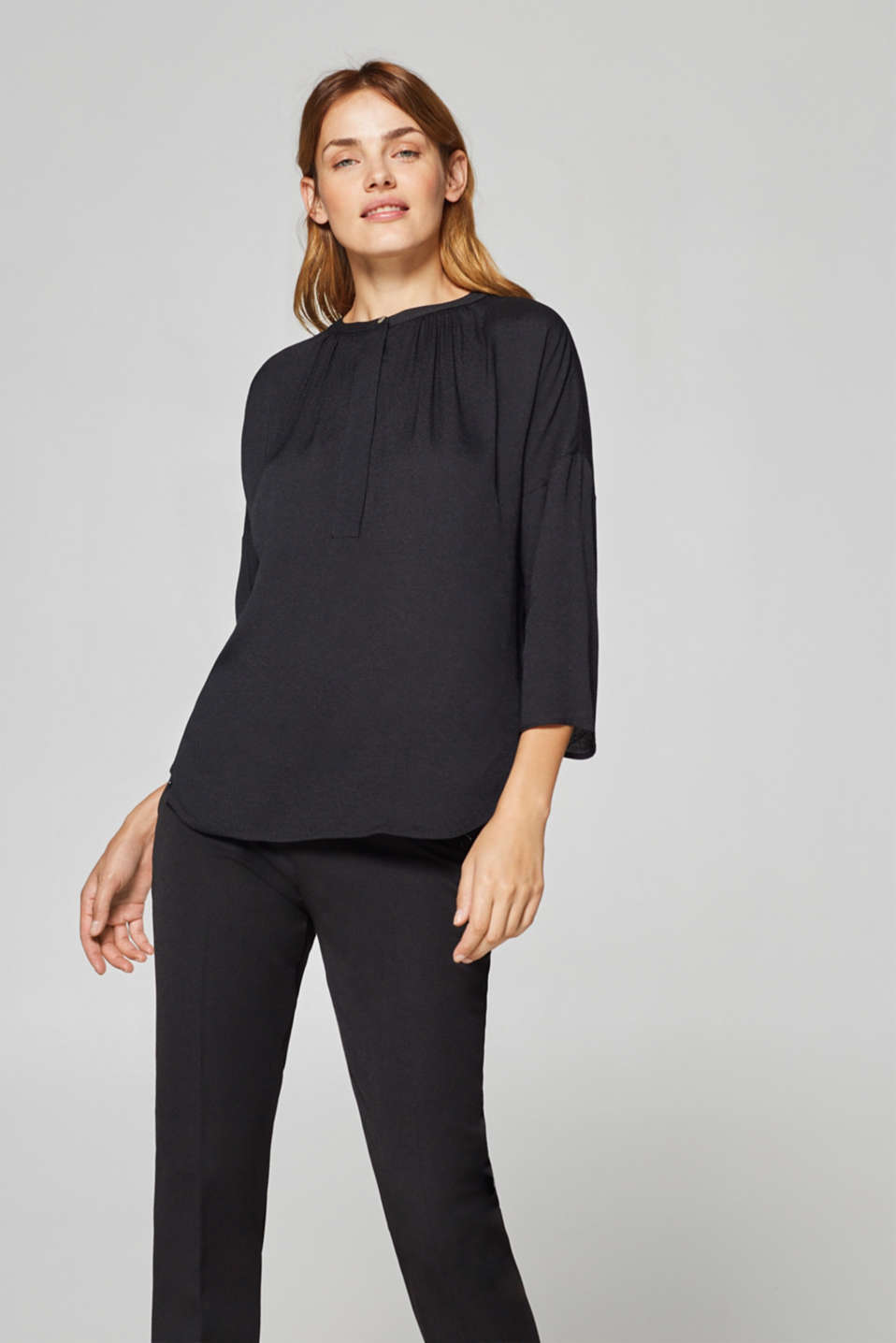 Esprit - Crêpe blouse with a concealed button placket