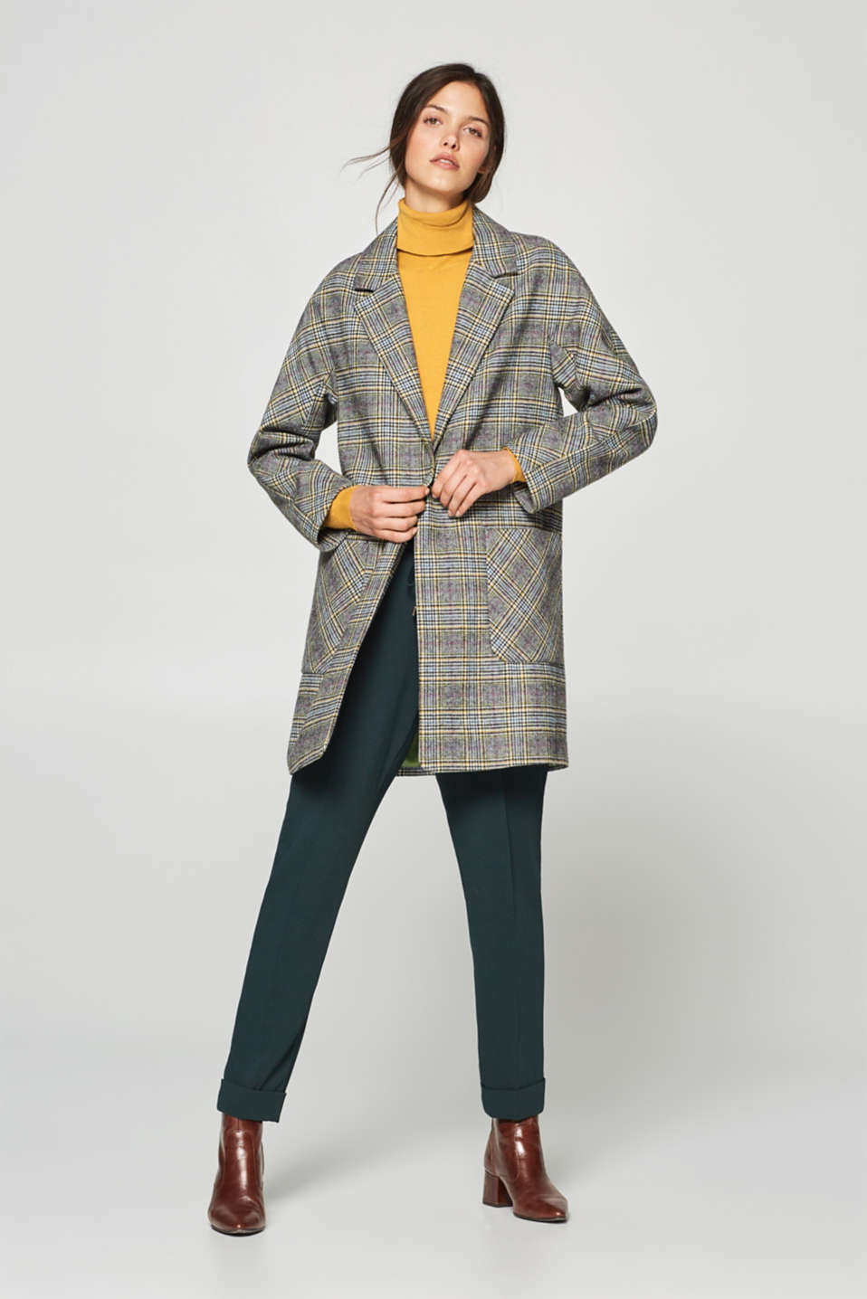 Modern Prince of Wales check coat in a wool blend