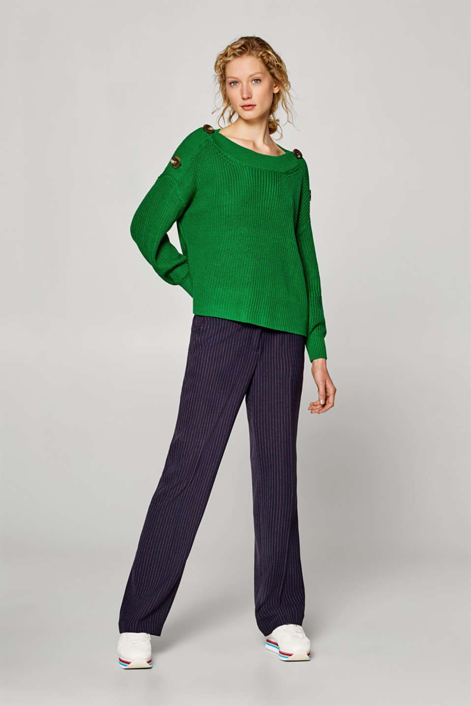 Boxy jumper with button-fastening shoulders