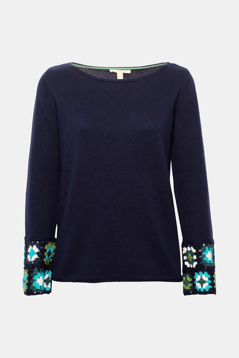The colourful crocheted sections on the sleeve ends give this comfortable cotton jumper its fashionable hippie flair!