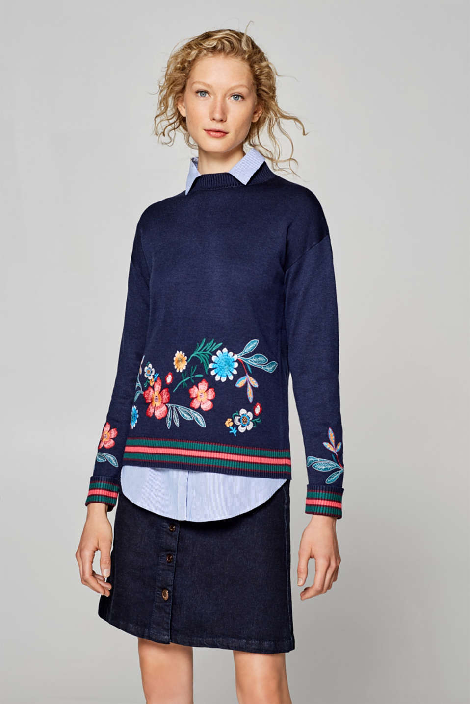 Esprit - Cotton jumper with floral embroidery