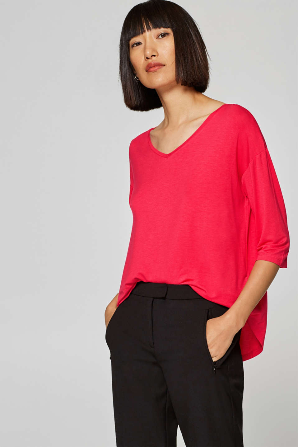 Esprit - Stretch T-shirt with a V-neckline