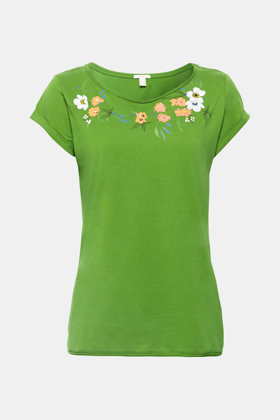 The romantic floral print decorating the neckline of this pure cotton T-shirt looks really pretty and feminine.