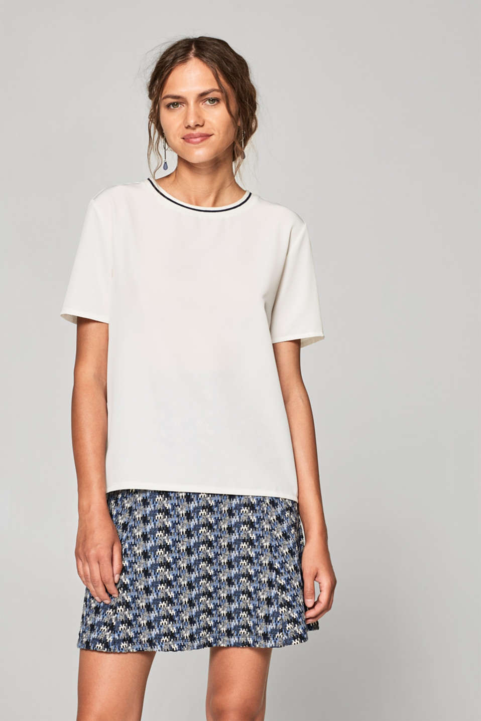 Esprit - Material mix T-shirt with contrasting trims