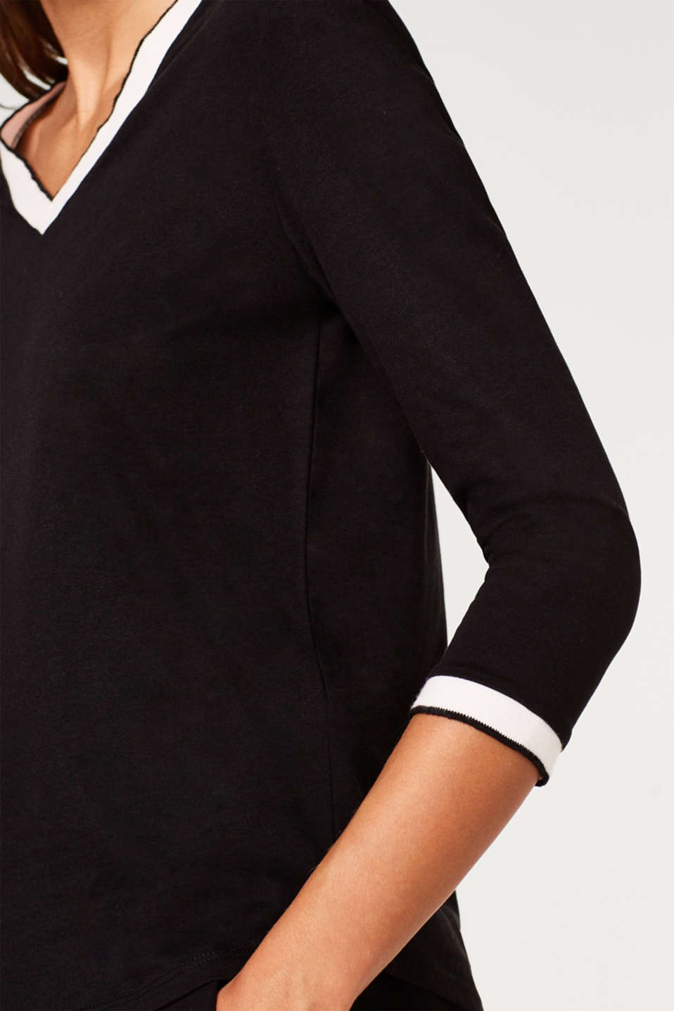 Top with 3/4-length sleeves and contrasting borders