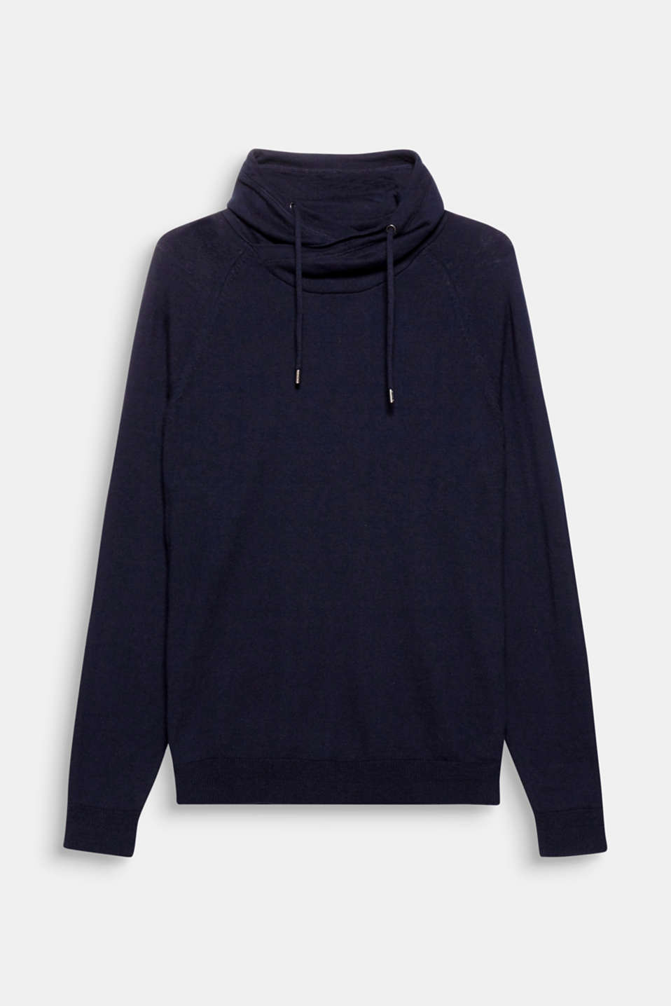 An elegant update for your leisure look: fine knit hoodie with a percentage of cashmere.