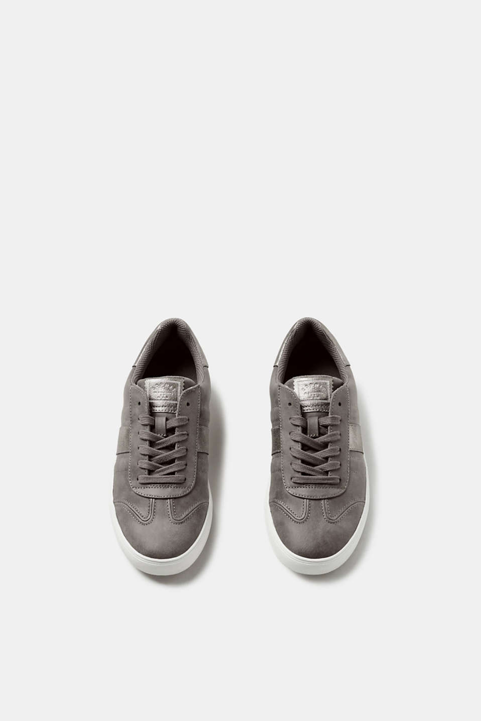 Trendy trainers in faux nubuck