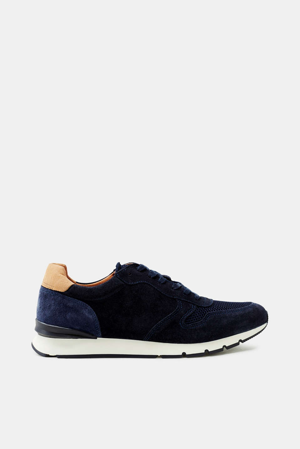 The combination of sporty mesh and genuine suede makes these trainers extremely exciting.