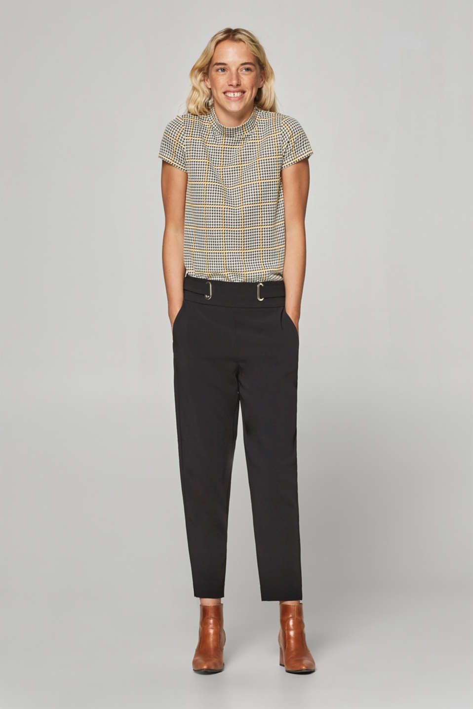 Esprit - Cropped stretch trousers with belt detail