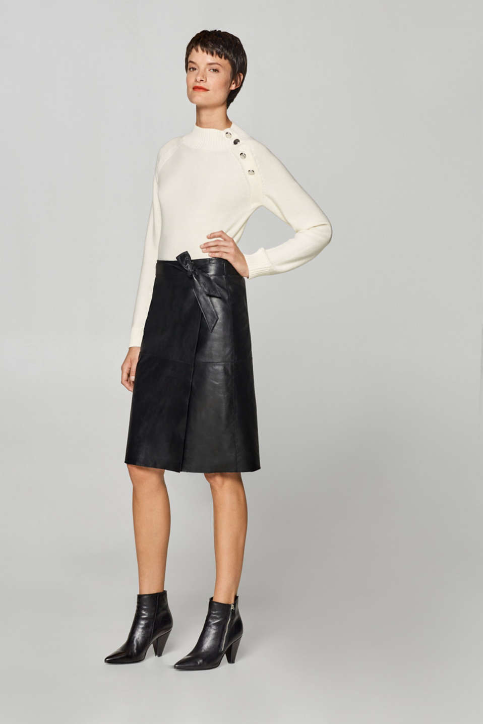 Wrap-effect leather skirt with a belt