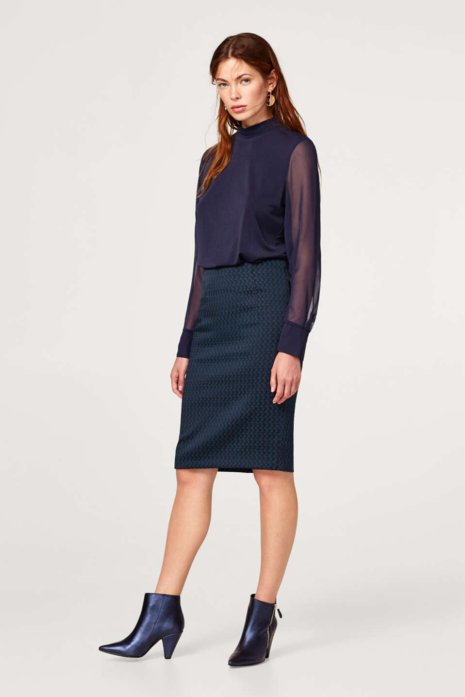 Pencil skirt with a jacquard pattern