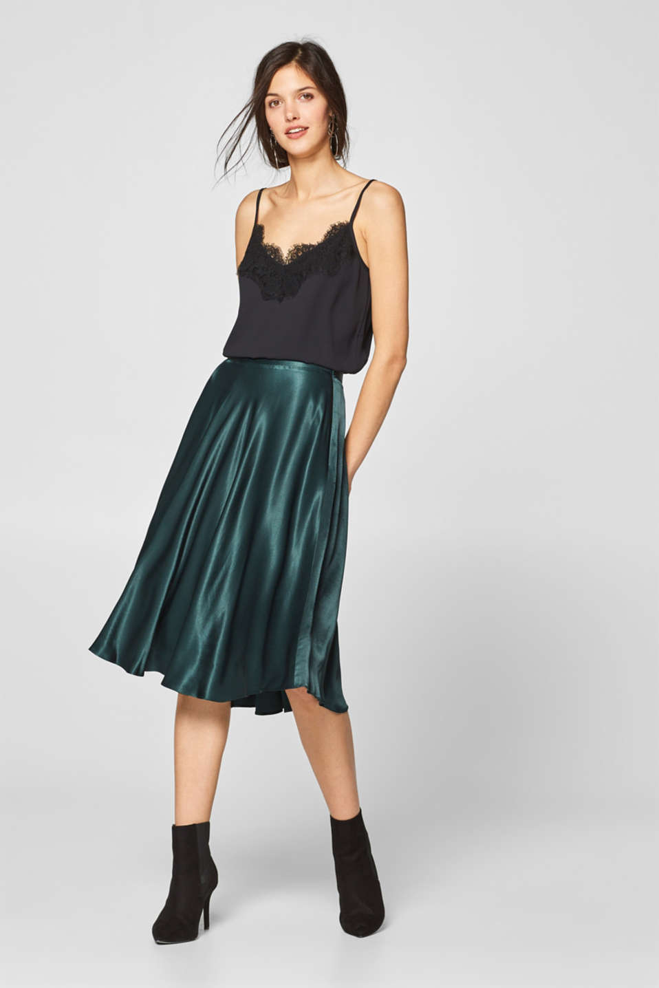 Esprit - Swirling satin skirt with shorter sides