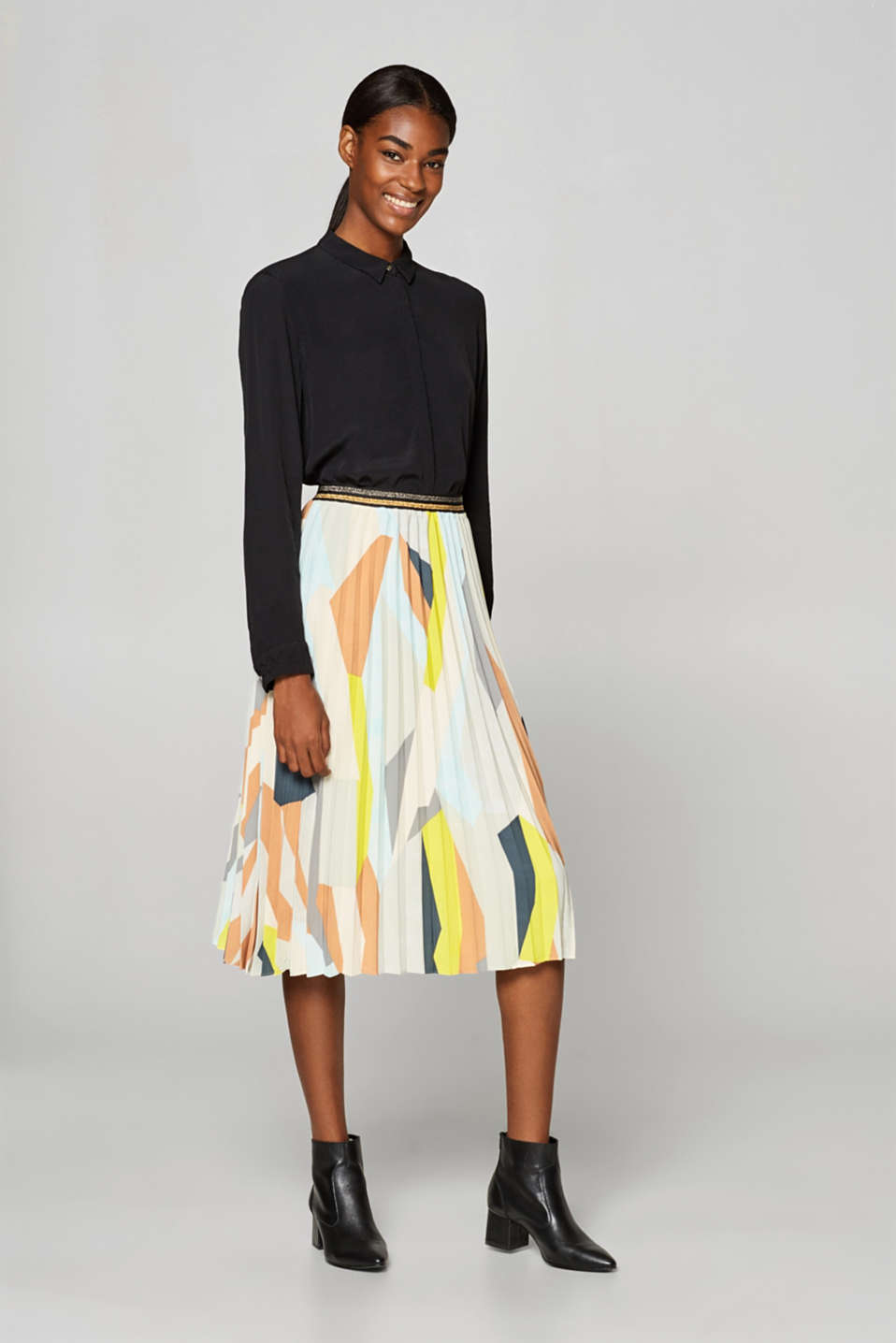 Esprit - Pleated skirt with a graphic print