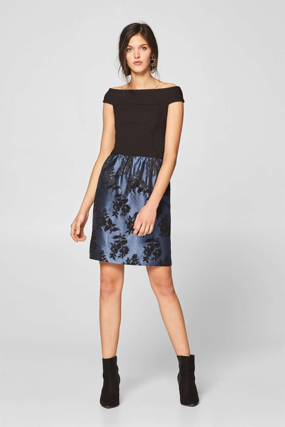 Esprit - Off-the-shoulder dress with a jacquard skirt