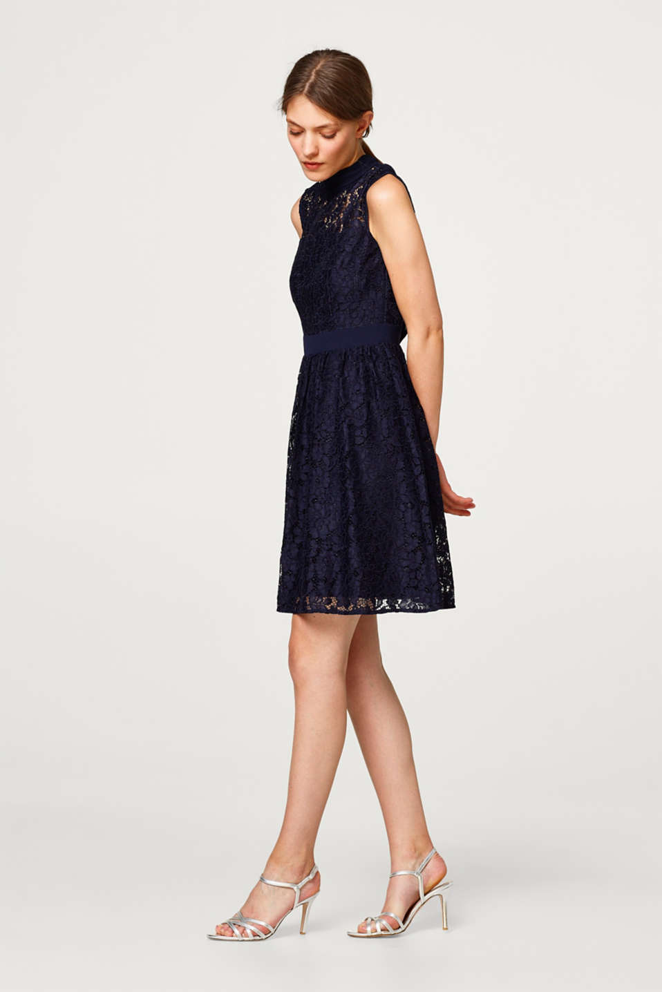 Lace dress with loop straps