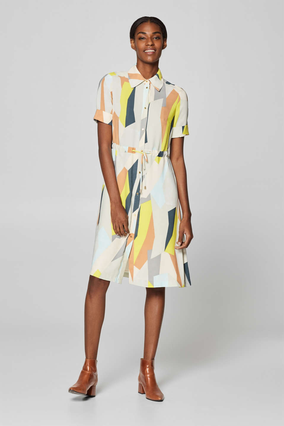 Esprit - Midi dress with a graphic print