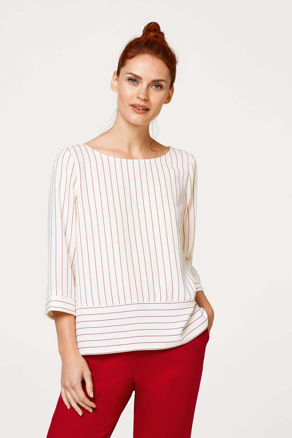 Esprit - Blouse with a wide hem and little buttons