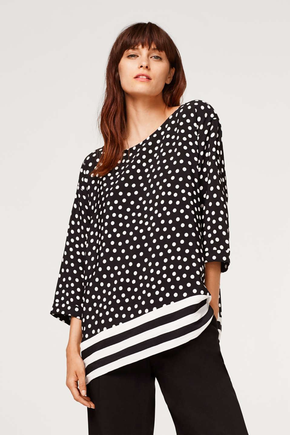 Esprit - Oversized crêpe blouse with a pattern mix
