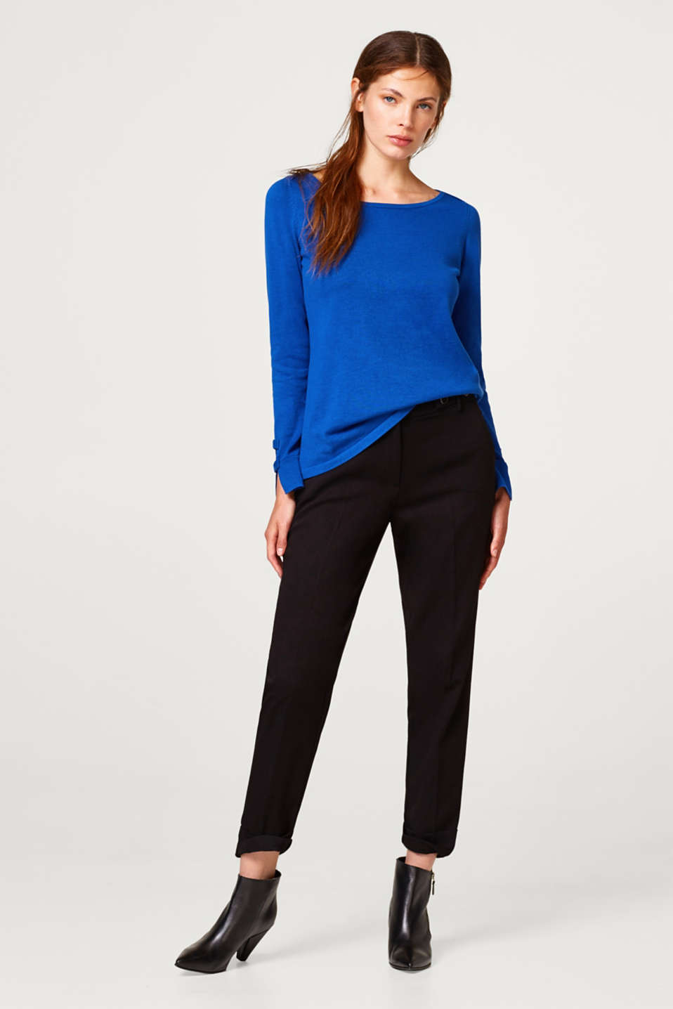 Fine knit jumper with a bateau-neckline