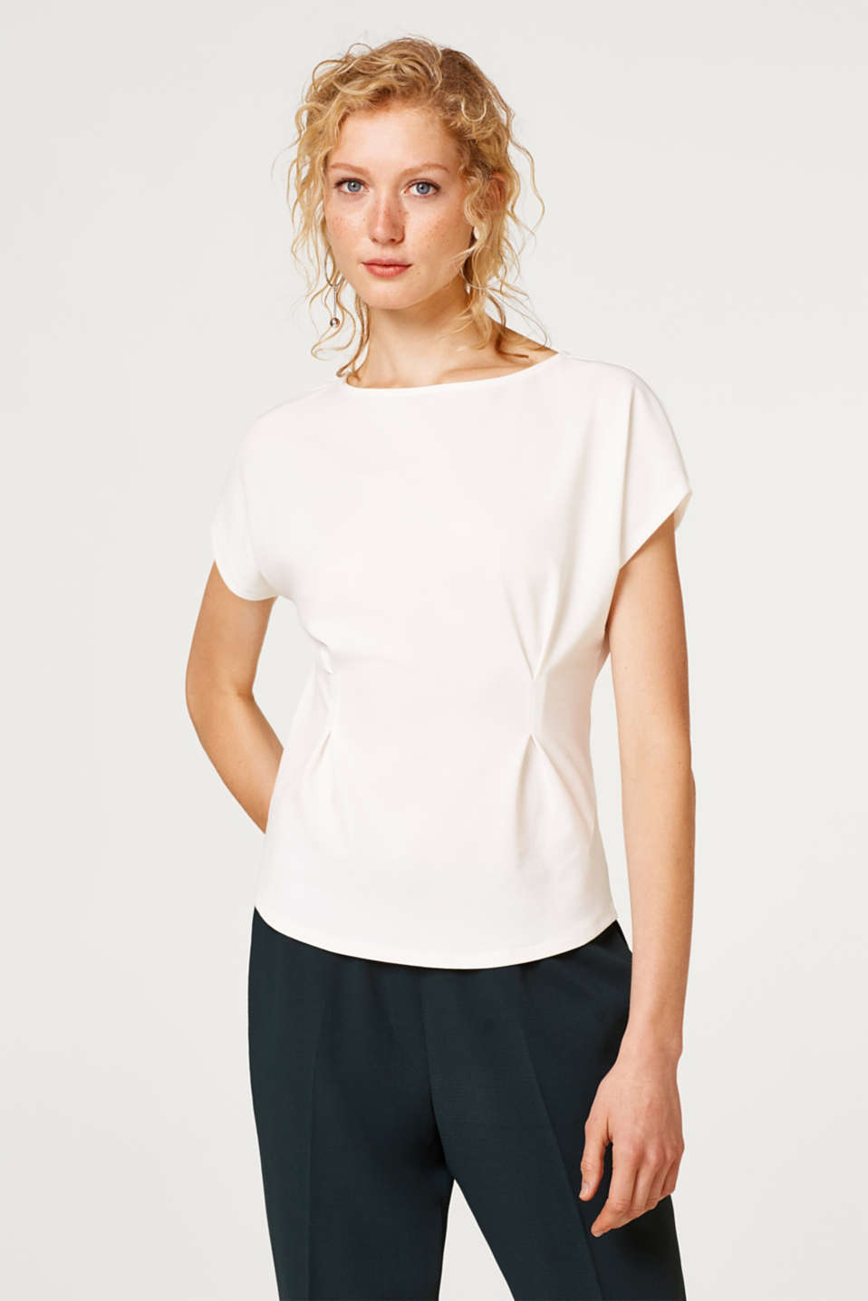 Esprit - T-shirt in crêpe jersey with decorative stitching