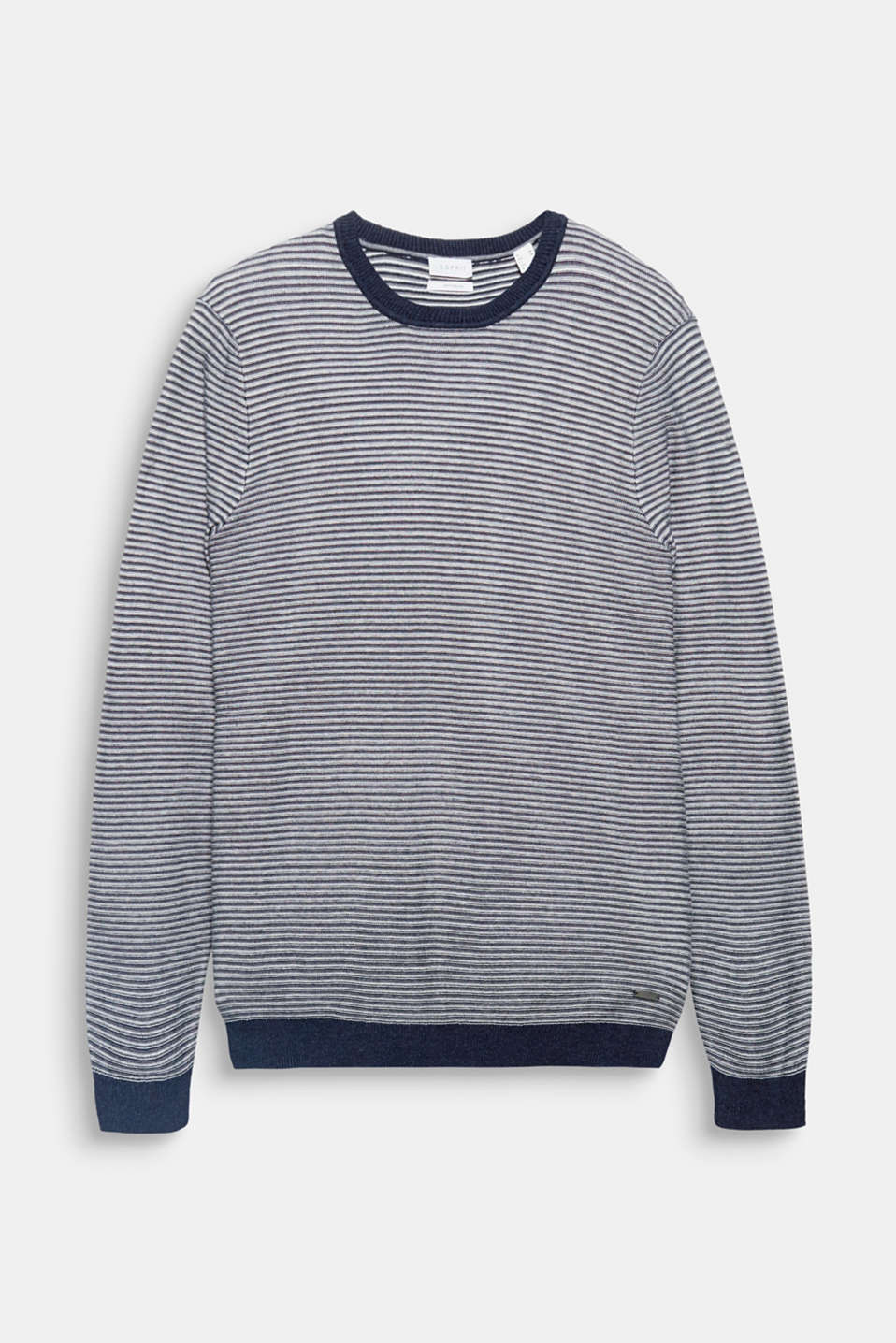 The fine knit and dainty stripes give this jumper in a cotton/silk blend its sporty look.